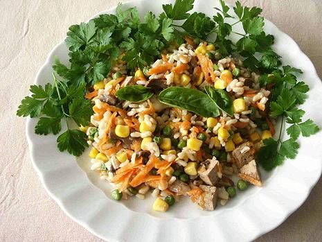 Noch ein Reissalat mit vielen Kräutern zum Schluss