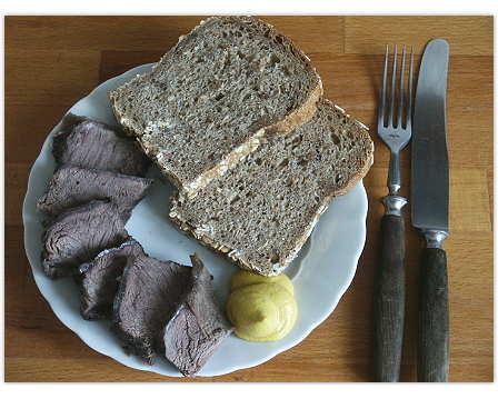 Brot mit Braten, kalt