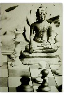 Buddha auf dem Schachbrett, und kein Gedanke an Simsalaseo.