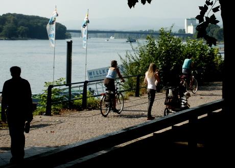 Wiesbaden-Biebrich, Rheinufer