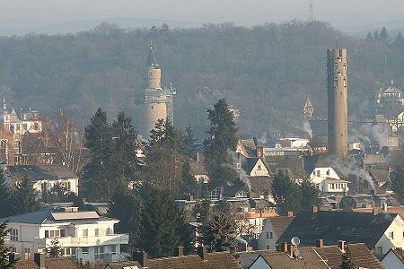 Idstein: Hexenturm und kath. Kirchturm
